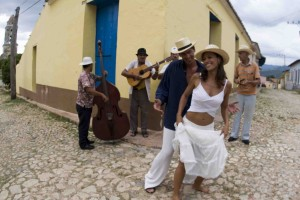 Op Cuba dansen ze op straat