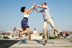 Het geven van een high ten is een geweldige manier om 'te vieren' dat je van partner wisselt