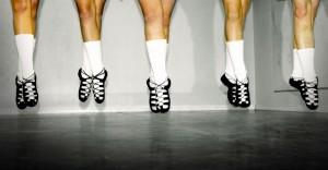 Als tussen 100 Ierse dansers, 1 persoon een fout maakt, dan zien we dat! Hoe komt dat?
