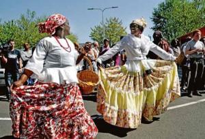 Volgens sommigen komt het rechts voor dansen voort uit de traditionele dansen op Curacao.