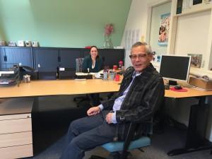 Walter bij ons op kantoor voor het interview. Op de achtergrond Bianca.